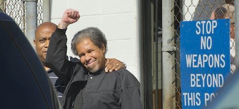 Ex-terdoodveroordeelde Albert Woodfox (VS) bij zijn vrijlating
