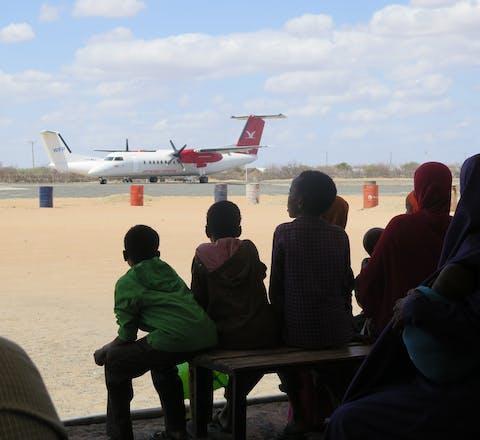 Somalische vluchtelingen in Dadaab wachten op vliegtuig naar Somalië