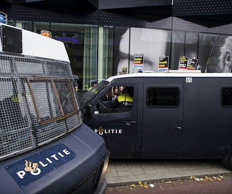 12 november 2016 ROTTERDAM - Tientallen arrestanten worden afgevoerd door de politie na een demonstratie tegen zwarte piet bij de intocht in Rotterdam.