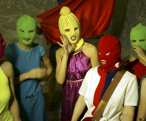 Vijf leden van de band Pussy Riot uit Rusland