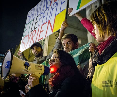 Demonstratie in Parijs tegen bombardementen op Aleppo.