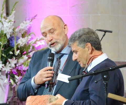 Uitreiking de levende steen in de Martinikerk in Groningen