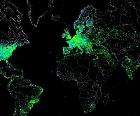 Een wereldkaart uit 2012 met de verspreiding van slecht beveiligde, op het internet aangesloten computers