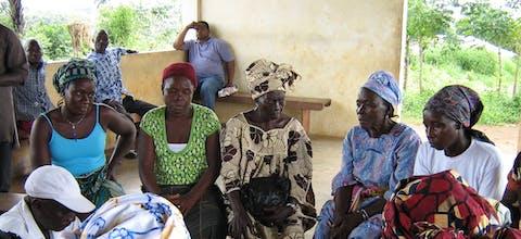 Bijeenkomst voor vrijwilligers van een mensenrechtenprogramma in Sierra Leone