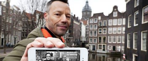 Andere Tijden-presentator Hans Goedkoop leidt je langs historische plekken in Amsterdam