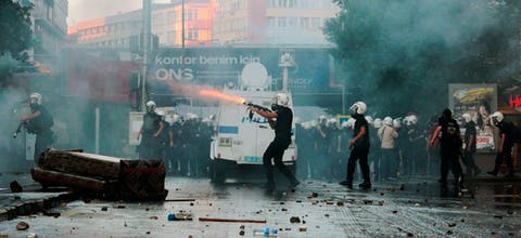 De politie zet traangas en rubberkogels in tegen demonstranten in de Turkse hoofdstad Ankara