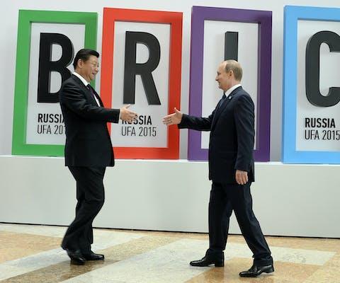 De presidenten van China en Rusland op een bijeenkomst van BRICS-landen in 2015