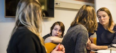 Amnesty-medewerkers op het kantoor in Amsterdam