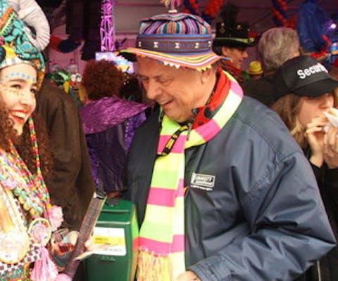 Bernard van Bakel collecteert na de carnavalsmis in Eindhoven.