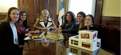 Amnesty International overhandigt 120.000 handtekeningen aan de Argentijnse autoriteiten om de onmiddellijke vrijlating van Belén te eisen.