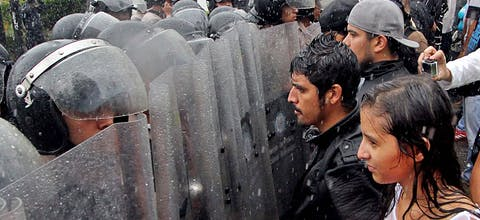 Demonstranten staan oog in oog met ordetroepen in Caracas, Venezuela