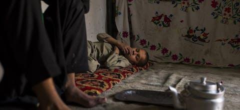 11-jarig kind in een Afghaans vluchtelingenkamp