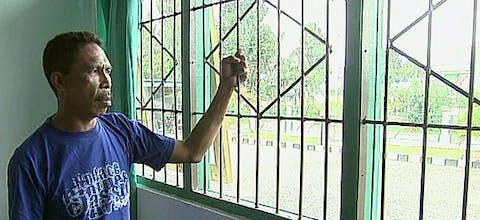 De Molukse activist Johan Teterissa in zijn cel in de Waiheru gevangenis op Ambon.