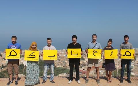 'Ik verwelkom vluchtelingen.' Amnesty Algerije toont samen met andere non-gouvernementele organisaties haar solidariteit met vluchtelingen.