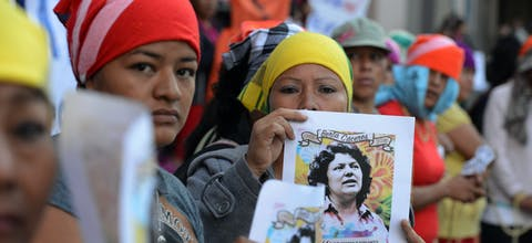 Inheemse vrouwen protesteren tegen moord op activiste Berta Caceres in Honduras