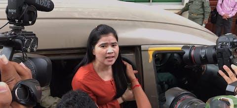 Gevangen activiste Tep Vanny uit Cambodja voor een rechtszitting