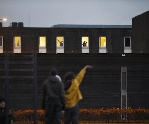 Protest tegen het vastzetten van uitgeprocedeerde asielzoekers in detentiecentrum Rotterdam.