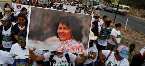 Protest tijdens de eerste verjaardag van de moord op Hondurese mensenrechtenverdedigster Berta Cáceres, 1 maart 2017. Foto: Reuters/Jorge Cabrera
