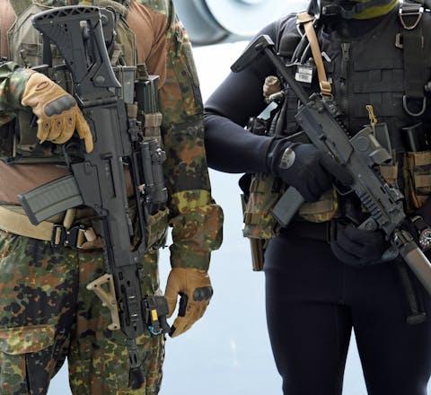Duitse militairen tijdens een bezoek van de Duitse defensieminister Ursula von der Leyen.