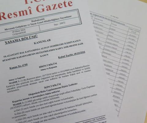 Een overheidsbevel met de namen van mensen die ontslagen zijn, oktober 2016.