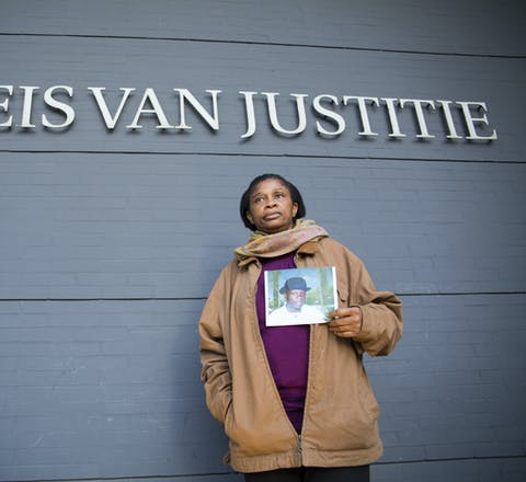 Esther Kiobel neemt het op tegen Shell