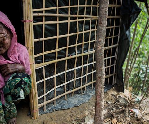 Shara Jahan, 40, voor haar onderkomen in vluchtelingenkamp Kutupalong in Bangladesh, 29 september 2017