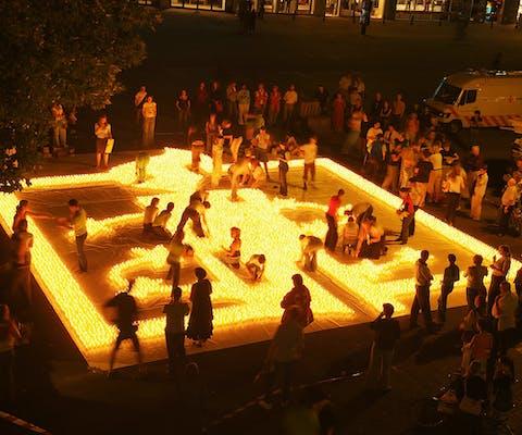 Studenten doen in utrecht poging om het Guinness Book of Records te halen met de grootste kaars van kaarsen.