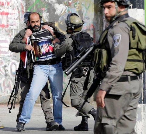 Munther Amira tijdens een demonstratie tegen de Israëlische bezetting van Palestijns gebied.