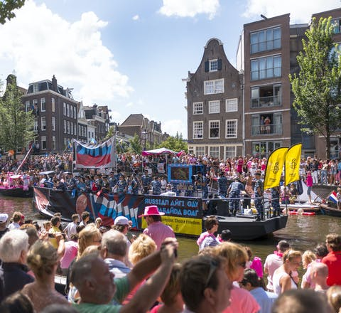 De Amnesty-boot tijdens de Gay Pride in 2013
