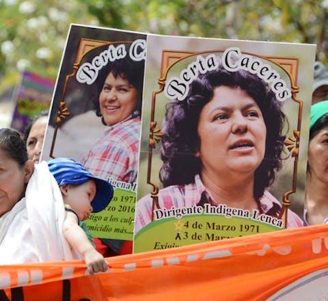 Protest tegen de moord op de Hondurese mileuactiviste Berta Caceres op 8 maart 2016