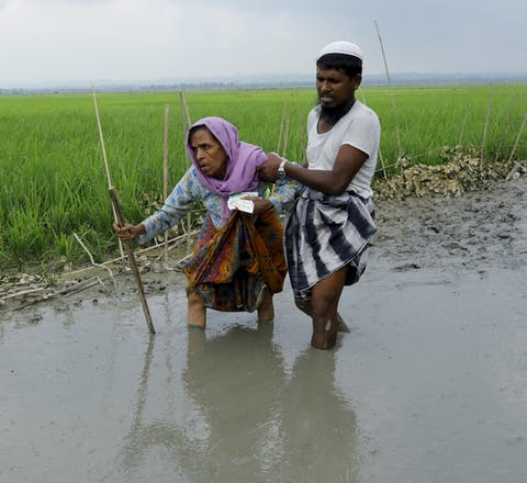 Rohingya vluchtelingen uit de staat Rakhine in Myanmar bij de grens met Bangladesh