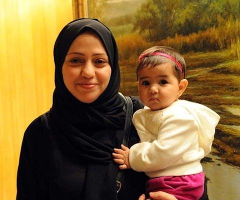 Samar Badawi en haar dochtertje Joud