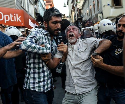 Turkse politie pakt demonstrerende bouwvakkers op