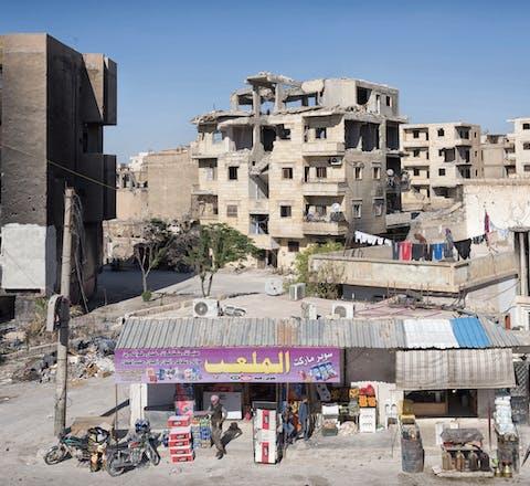 Winkeltje annex benzinepomp in Raqq, Syrie.
