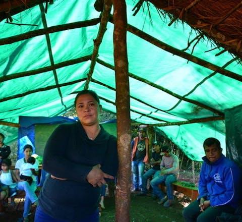 Amada Martínez van de inheemse Tekoha Sauce-gemeenschap in Paraguay