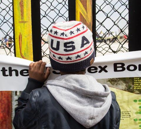 Jonge vluchteling bij zuidgrens VS