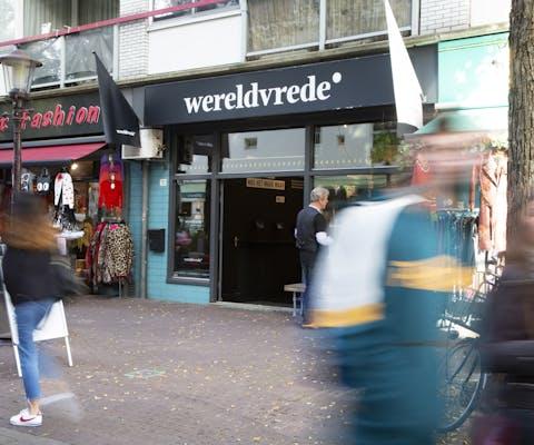 In oktober 2018 kon je in Amnesty's pop-up store in de Amsterdamse Pijp wereldvrede in een doosje kopen.