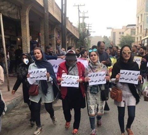Demonstraten tonen in Iran hun solidariteit met stakende metaalarbeiders