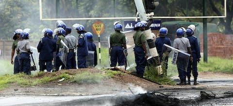 Oproerpolitie in Zimbabwe tijdens protesten tegen verhoging benzineprijzen