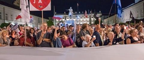 Demonstratie in Warschau, Polen, tegen wetten waardoor de onafhankelijkheid van de rechters wordt aangetast, 6 juli 2018