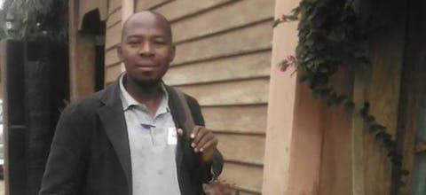 De gevangengezette journalist Amade Abubacar krijgt in Mozambique niet de medische zorg die hij nodig heeft