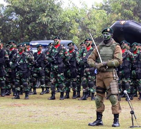 Het leger in Indonesië laat het niet over zijn kant gaan als mensen zich kritisch uitlaten over zijn handel en wandel