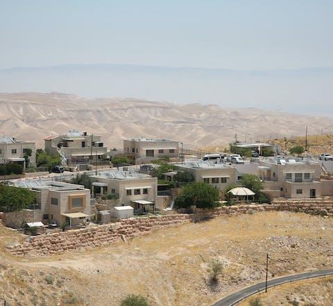 De Israëlische nederzetting Kfar Adumim in door Israël bezet Palestijns gebied is een populaire toeristische bestemming.