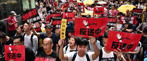 Demonstranten in Hongkong tegen de plannen voor een nieuwe uitleveringswet