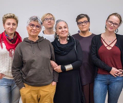 Enkele van de Poolse vrouwen die op Pools Onafhankelijkheidsdag 2019 protesteerden tegen fascisme en racisme