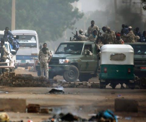 Sudanese veiligheidstroepen onder leiding van de overgangsraad verjagen op gewelddadige wijze vreedzame demonstranten in Khartoum