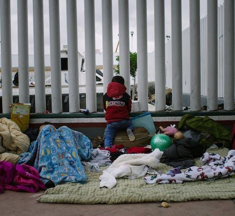 Kind dat deelneemt aan migrantenkaravaan, in Tijuana