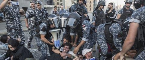 Demonstranten die tegen het regeringsbeleid protesteren, riepen op 4 november 2019 op tot een landelijke staking. In het hele land werden wegen geblokkeerd. © Sam Tarling/Getty Images