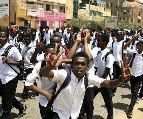 Protesterende studenten in de hoofdstad van Sudan, Khartoum. Ze willen dat hun mensenrechten worden gerespecteerd.