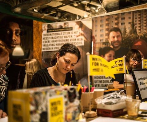 W4R actie van Amnesty Rotterdam